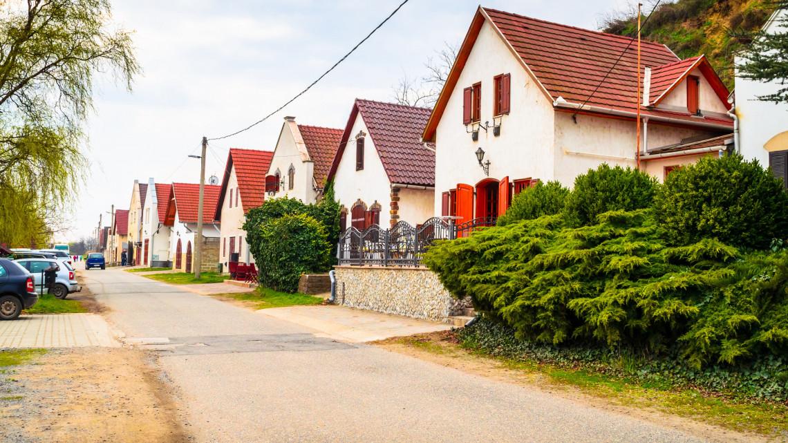 Milliókat spórolhatnak a ház tulajdonosok: mindenkinek jár a hatalmas kedvezmény