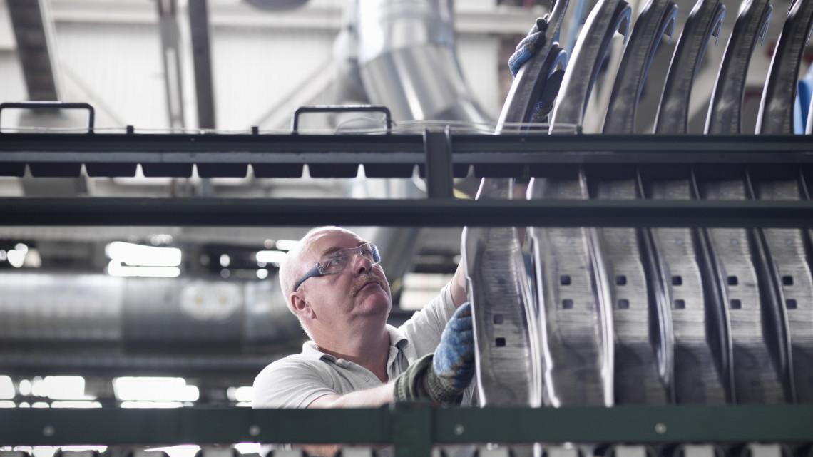 Drámai helyzetben a BMW: valóban megépülhet a debreceni gyár?