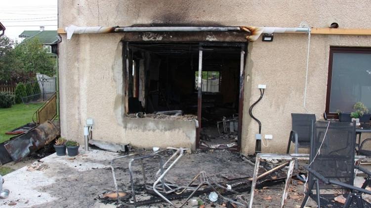 Brutális kettős gyilkosság: saját testvérére gyújtotta rá a családi házat a férfi