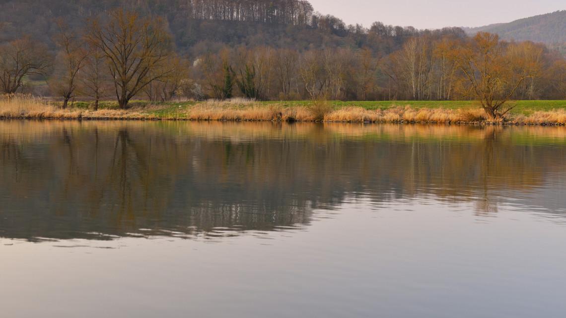 Súlyos veszélyre figyelmeztetnek: árvízkészültség van a Tiszán