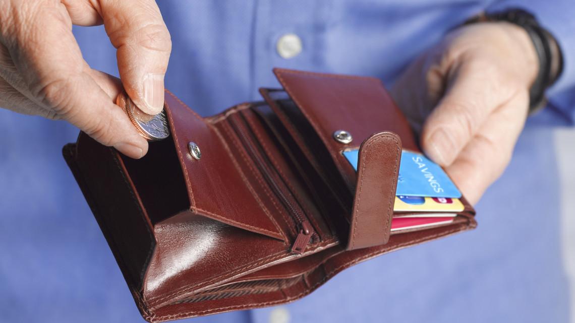Bejelentették: júliustól több pénz marad a dolgozó nyugdíjasok zsebében
