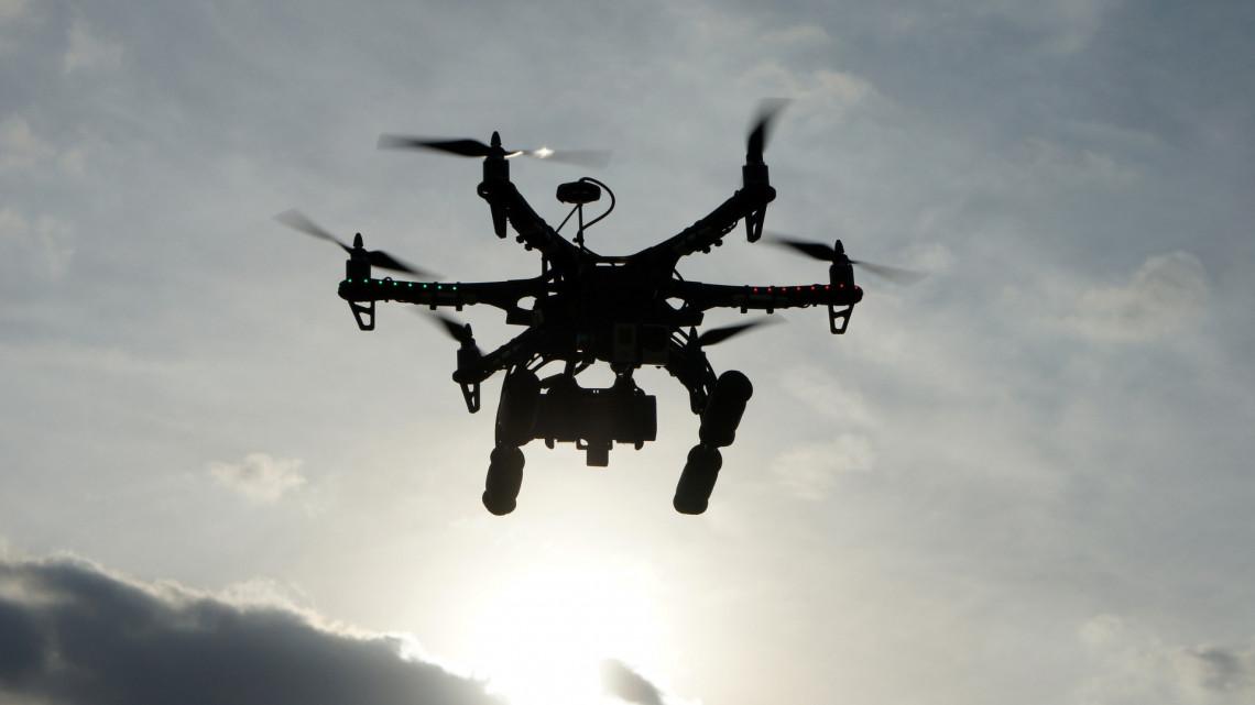 Ilyet még nem láttunk: drónok lepik el a balatoni kisvárost