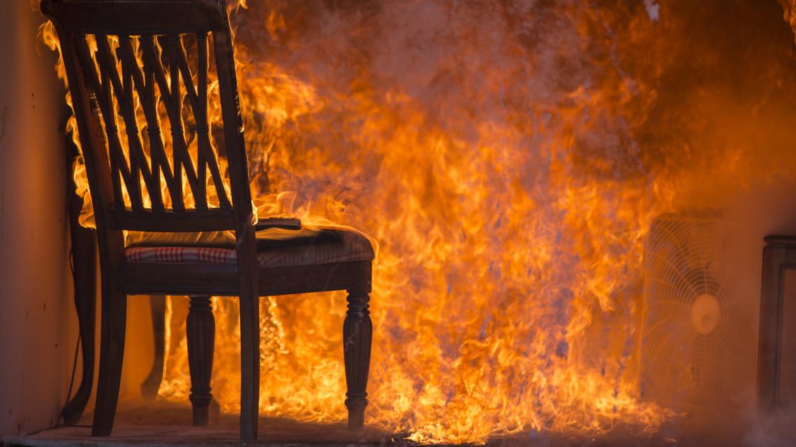 Hihetetlen: rágyújtotta a házat volt szerelmére az asszony, majd feladta magát a rendőrségen