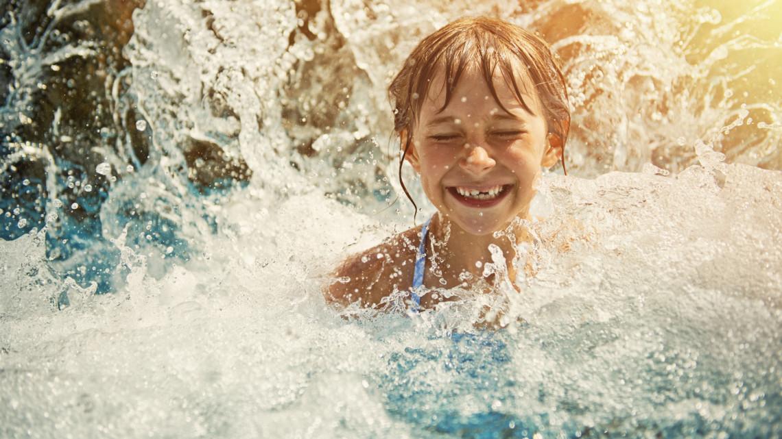 Új csúcsfürdővel pörög fel a nyári szezon: itt nyitotta meg kapuit a hatalmas strand
