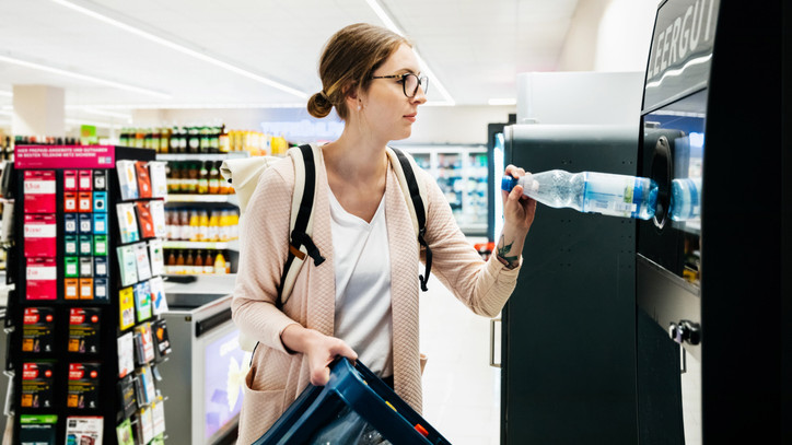 Döntött a parlament: elbúcsúzhatnak a boltok az egyszer használatos műanyagoktól