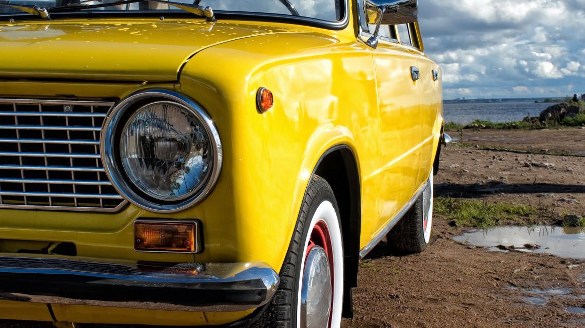 Örülhetnek a rajongók: eladó az Üvegtigrisből ismert kultikus autó