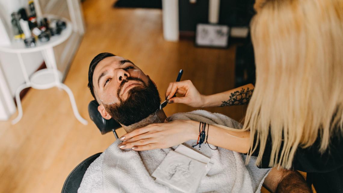 Egyre több vidéki vágatja ilyen borbélyműhelyben a haját: sorra nyílnak az üzletek