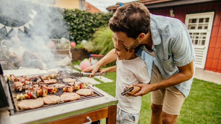 Izzítsd be a kerti sütőt: 5+1 tipp, hogy egész nyáron ragyogjon a grillrács