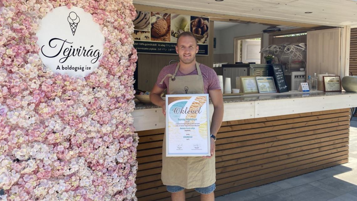 A Balaton forró csókja: ő készíti az egyik legfinomabb fagyit most a magyar tengernél