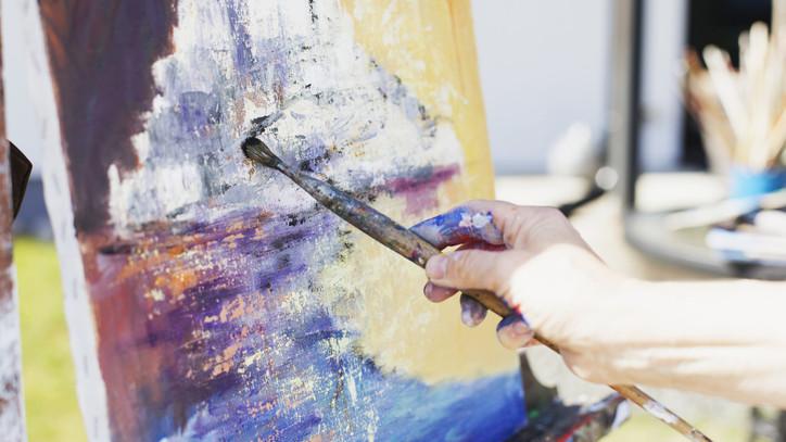 Ennyit keres képeivel az RTL Cápák között című műsorában feltűnt vidéki művész