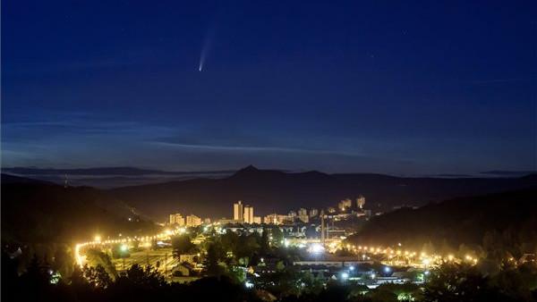 Üstökös haladt át Salgótarján felett: fotókon a csodás égi jelenség