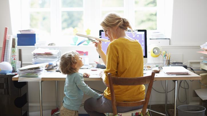 Ez lehet az anyák új álom munkája? Így képezhetik át magukat egyről a kettőre