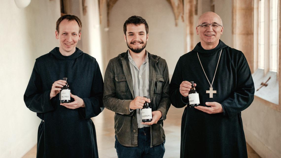 Kóstolj történelmi söröket: megáldották és átadták a Panonnhalmi Főapátság sörfőzdéjét