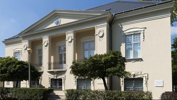Átadták a felújított Kállay-kúriát Nyíregyházán: fotókon a felújított épület