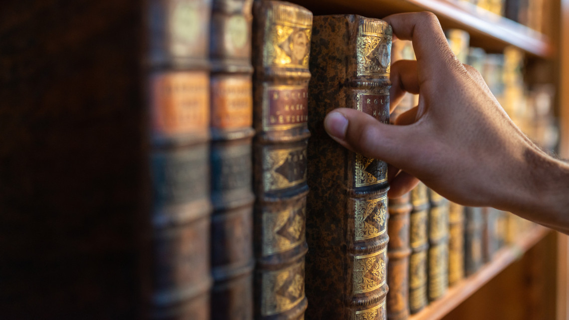 Hatalmas felajánlást tett a híres műsorvezető: így segít szülővárosa könyvtárának