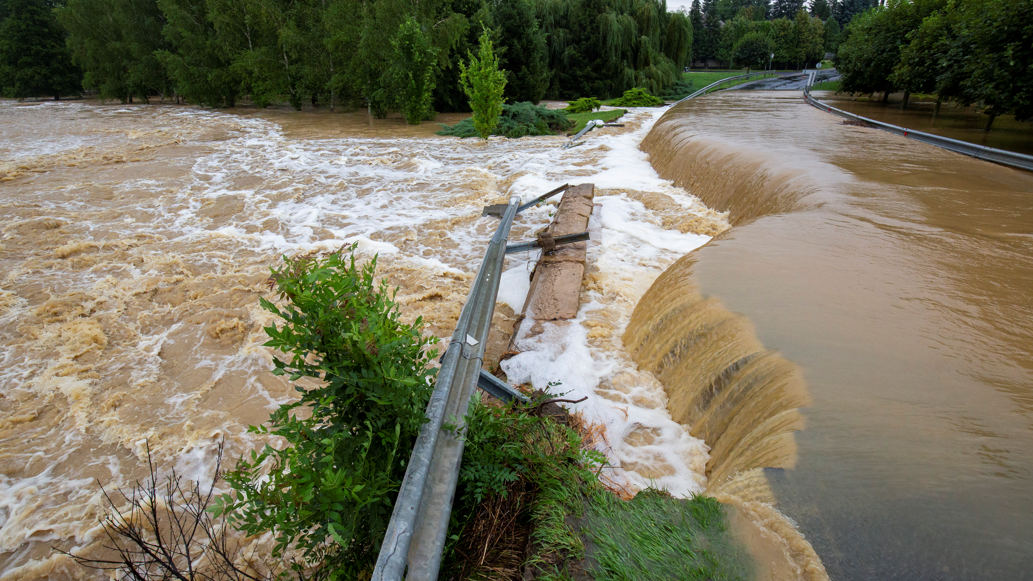 Apokaliptikus állapotok: emberek százait telepítették ki ebben a megyében az özönvíz miatt
