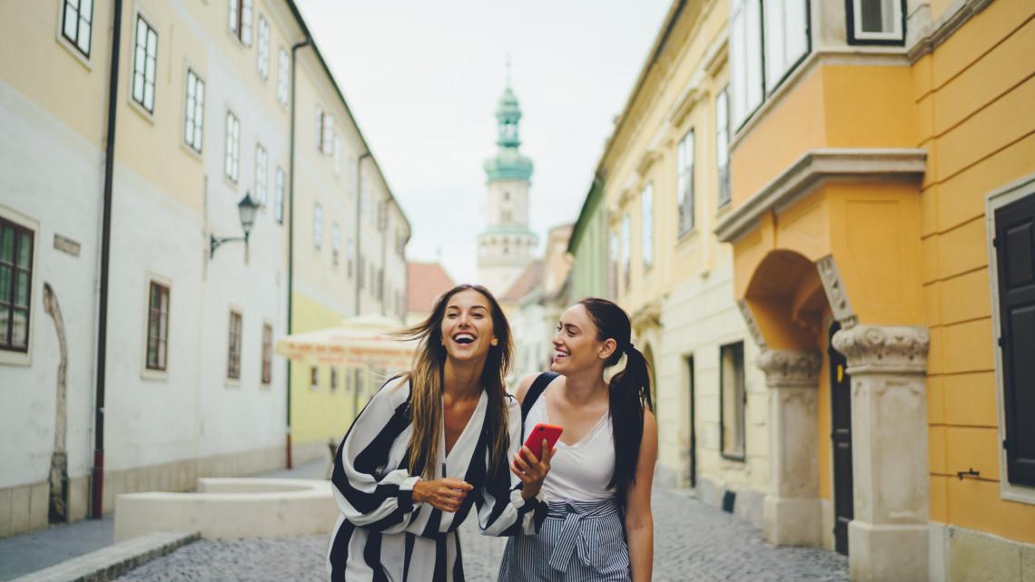 Idén belföldön nyaralnál? Íme Magyarország legszebb városai télen és nyáron!