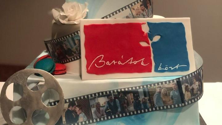 Így ünnepelték a tízezredik Barátok közt epizódot: ez a vidéki lány készítette a szereplőknek a tortát