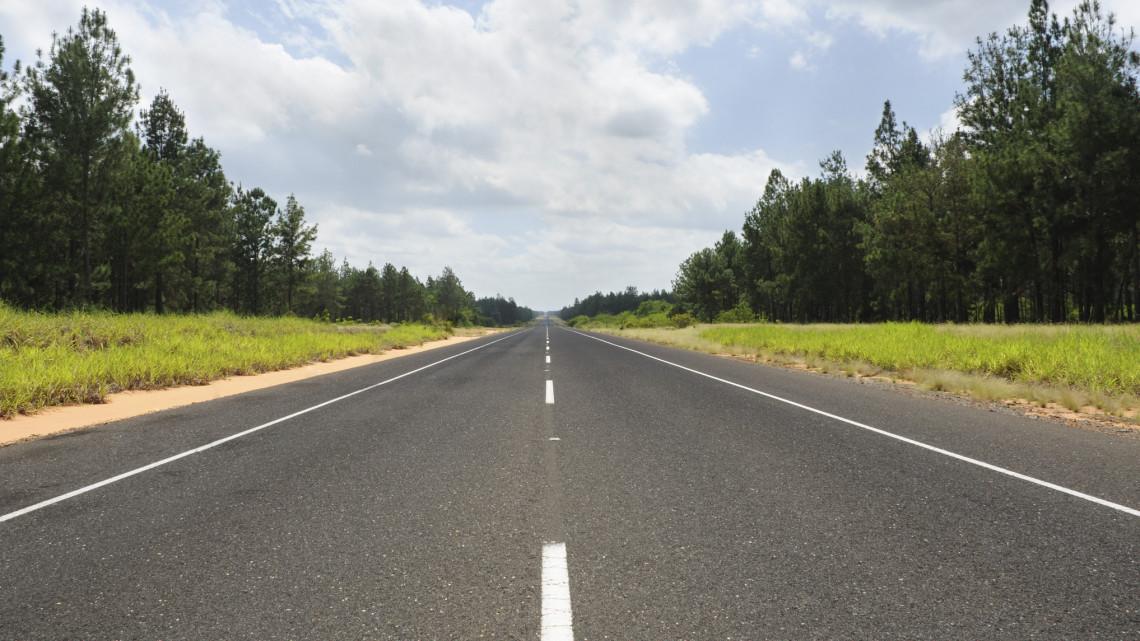 Javítás miatt korlátozás lesz a népszerű útszakaszon: most jobb ha másik vonalat választunk