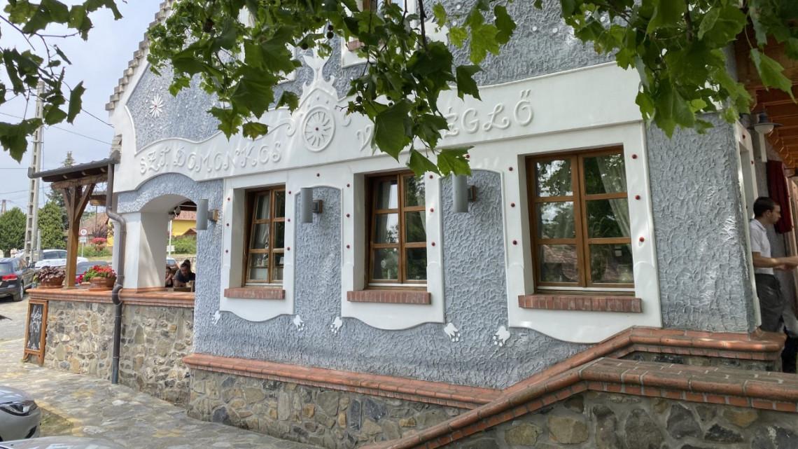 Teszt: tényleg kihagyhatatlan a Balatonnál a várvölgyi Szt. Domonkos Vendéglő?