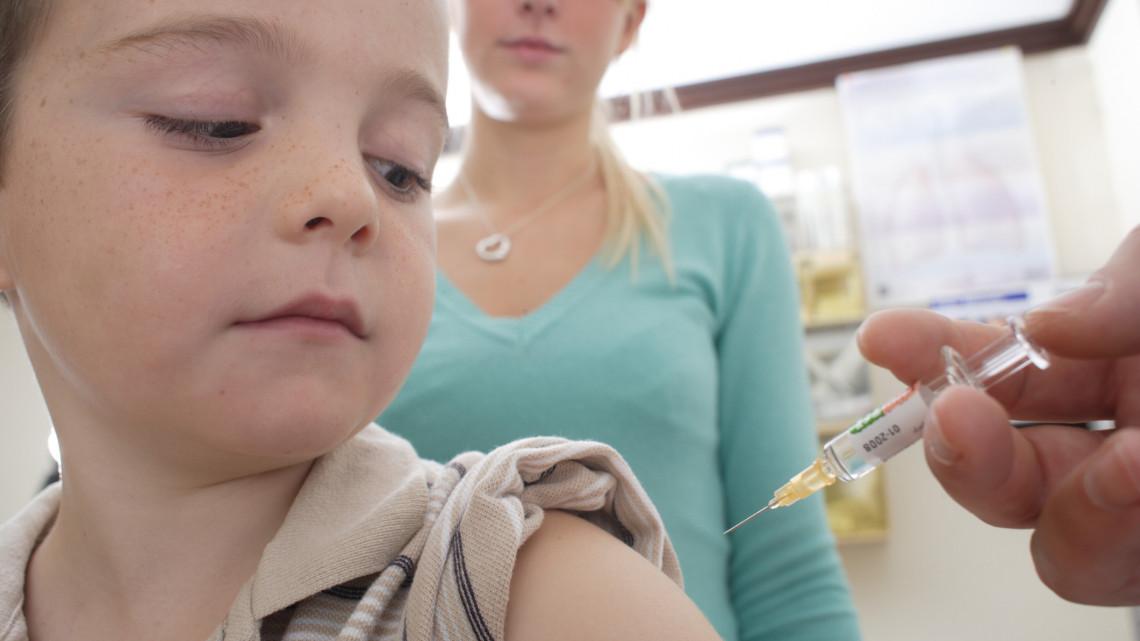 Fiúk kapják meg az új védőoltást: akár már ősszel elindulhat a program