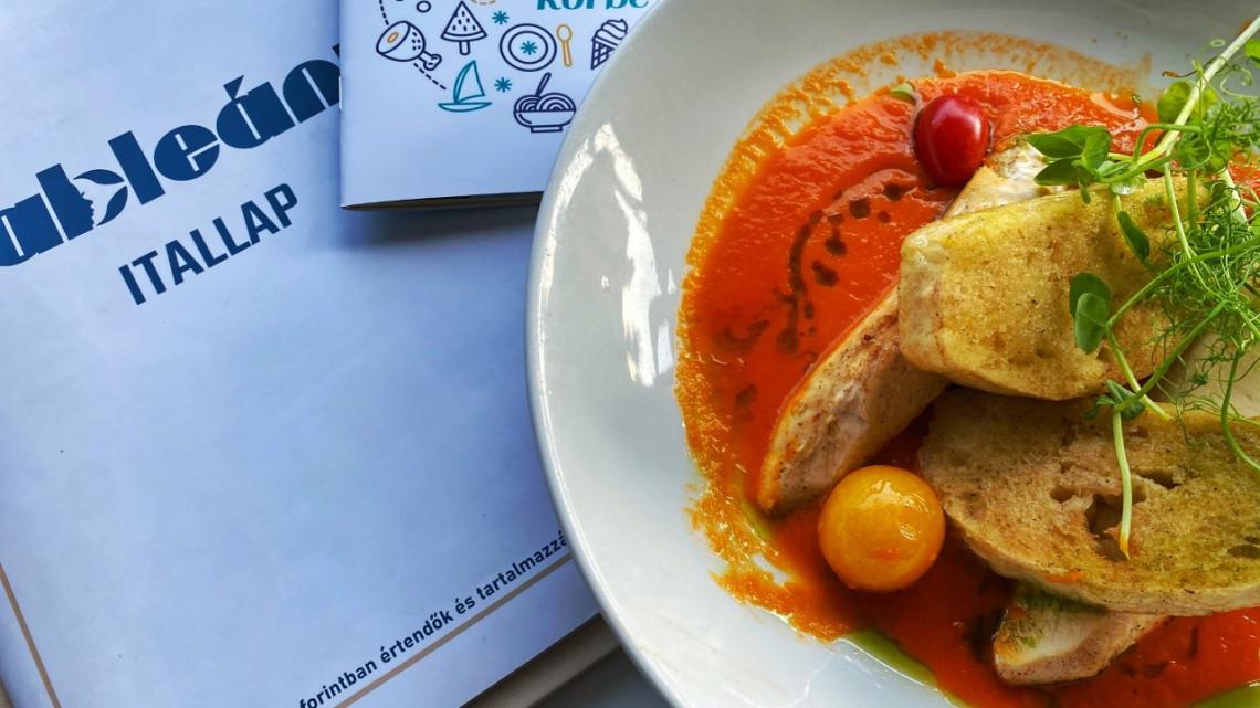 Tényleg ez az egyik legjobb étterem a Balatonnál? Teszten az ikonikus Hableány