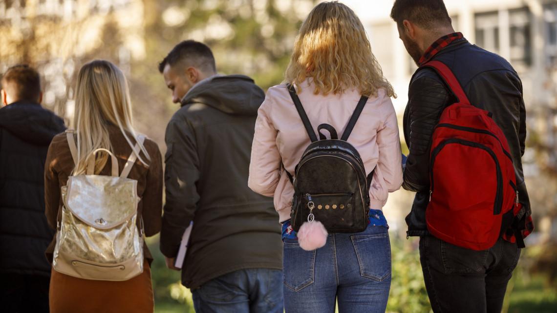 Egyedülálló döntést hozott Debrecen: így tanulnak mától a középiskolások