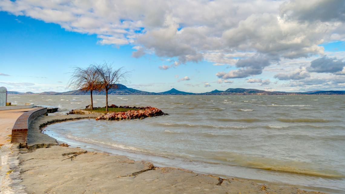 Őrületes fejlesztések indulnak a Balatonnál: mutatjuk, mivel készülnek a következő nyárra