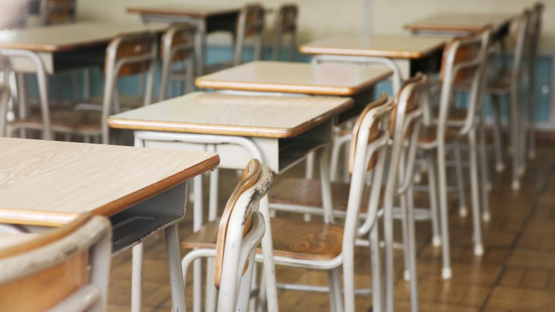 Koronavírus: pozitív lett egy tanár tesztje, két iskolát is bezárnak ebben a városban