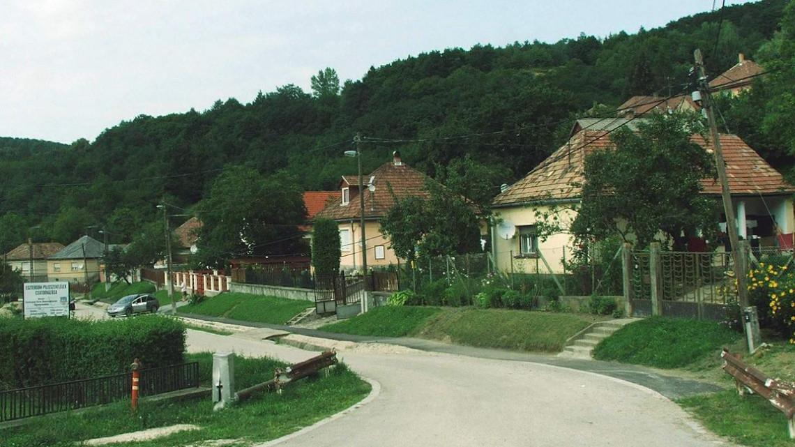 Rá sem lehet ismerni: teljesen megújult a templom A mi kis falunk forgatási helyszínén