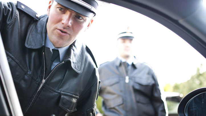 Életet mentettek a nyíregyházi rendőrök: tűző napon, kocsiba zárva hagyták magára lányukat a szülők