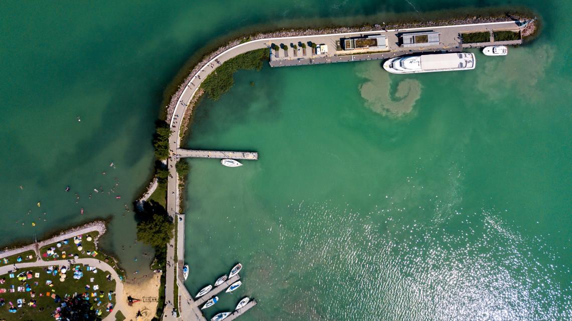 Ilyen hajókkal járják a Balatont a leggazdagabb magyarok: új kikötőket akarnak
