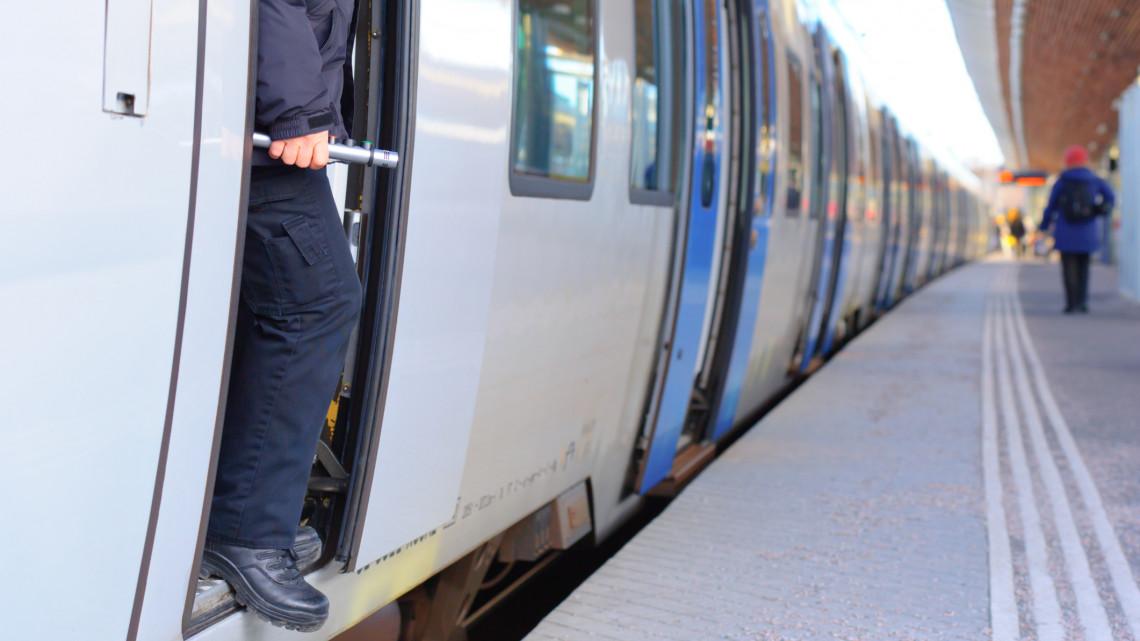 A maszkot nem viselő utasok miatt késtek ennyit a vonatok: megszólalt a MÁV