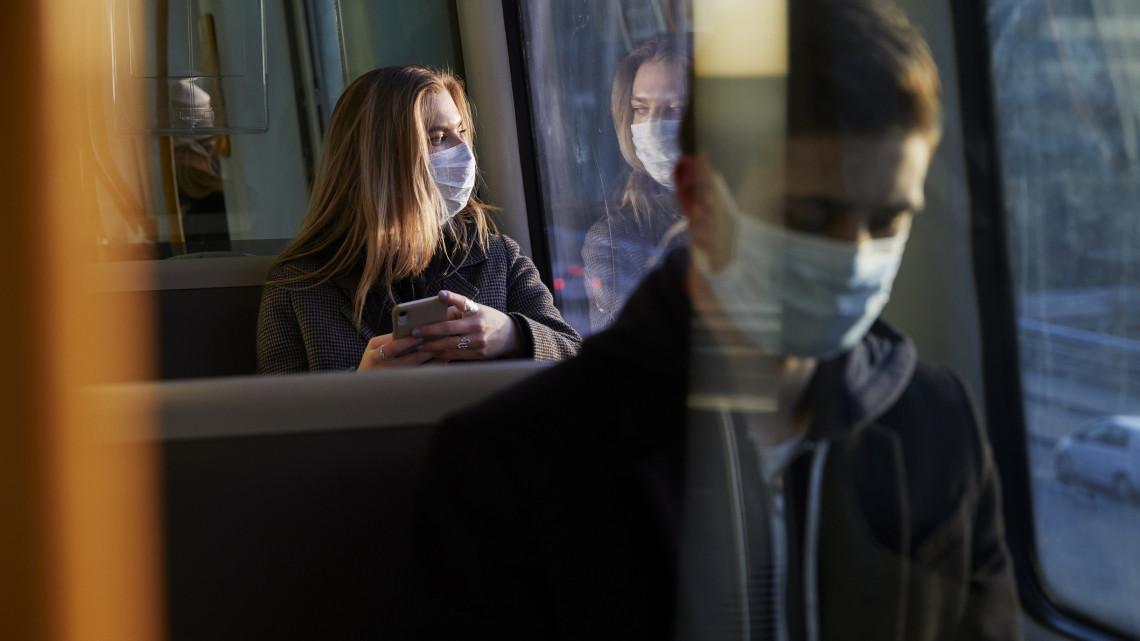 Koronavírus: ezeket az új szabályokat már ma be kell tartanunk