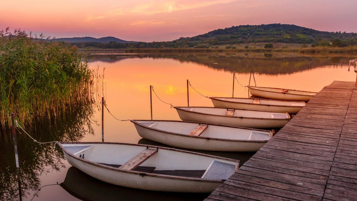 Botrány: a turizmuspénzek fű alatti kiosztása miatt távozott a Balatoni Kör alenöke