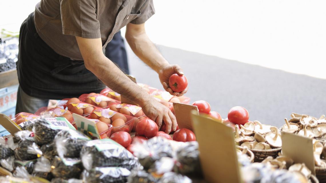 A koronavírus miatt szigorúbbak a szabályok a termelői piacokon: már kóstolni sem ajánlott