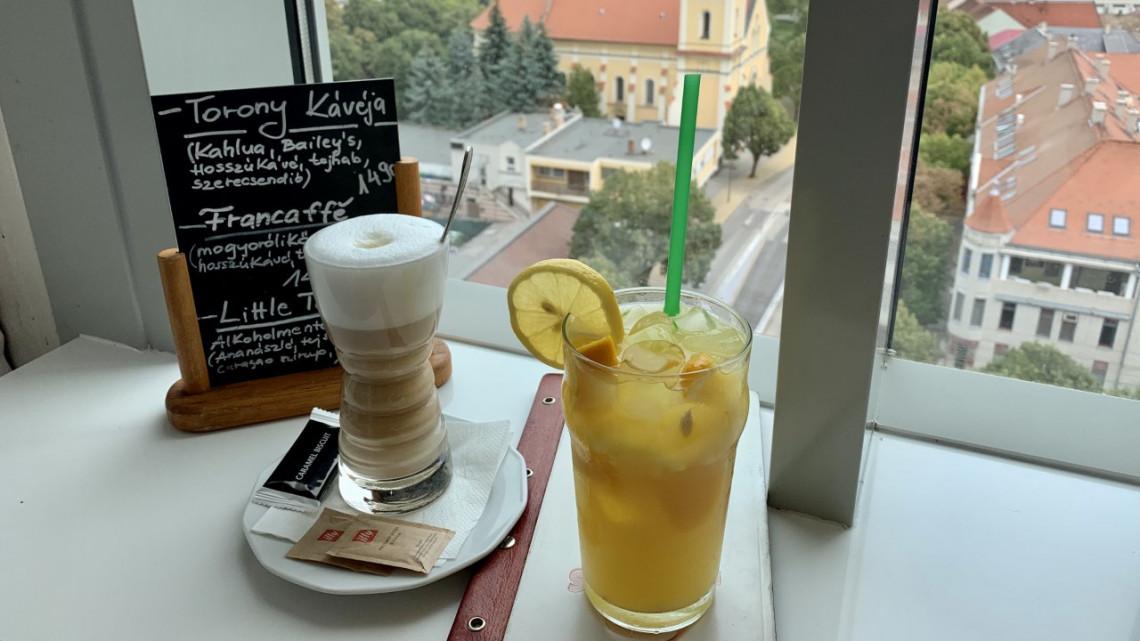Csak a forgó panoráma lenyűgöző, vagy a kávé is csodás? Teszten a siófoki Víztorony