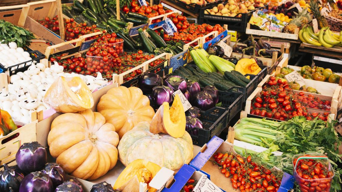 Több mint 30 kiló élelmiszert dob ki évente egy magyar: elképesztő milyen ételek végzik a kukában