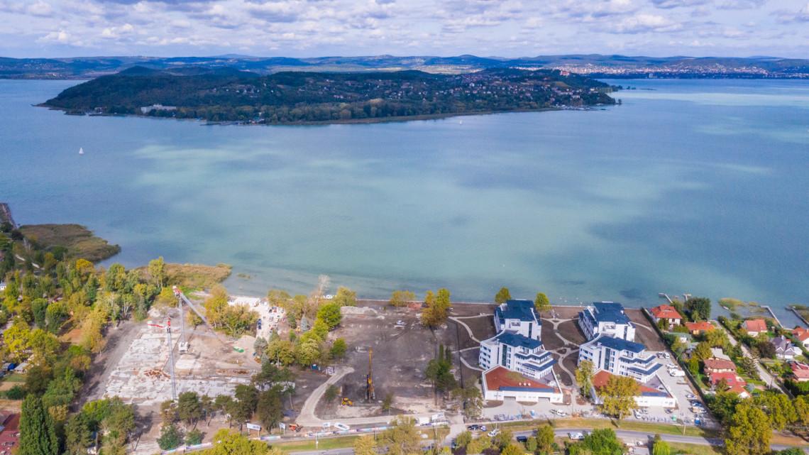 Újabb gigaberuházás a Balatonnál: családi luxusszálloda és élménypark épül, ekkorra lehet kész