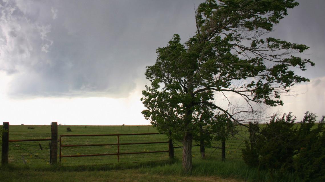 Durvuló esőzés és tomboló szél: ezeken a helyeken nagy lehet a baj