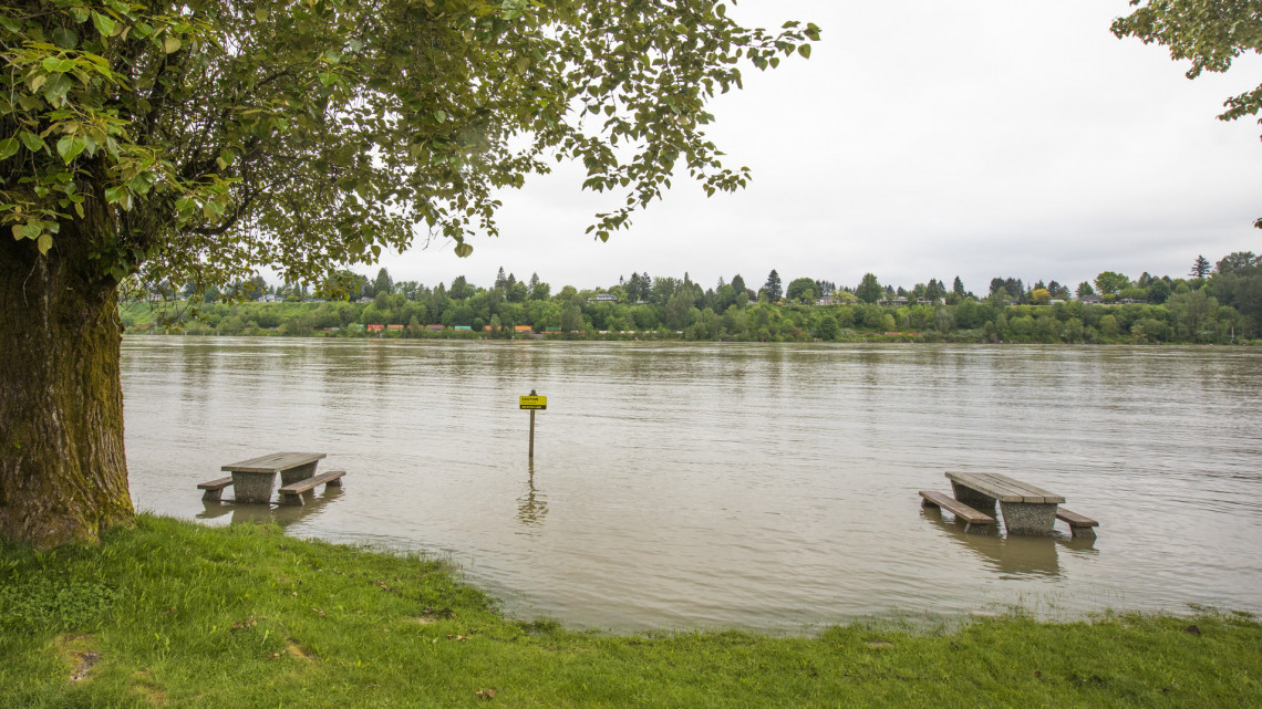 Ez durva: több megyében már lakóházakat is elárasztottak a magyar folyók