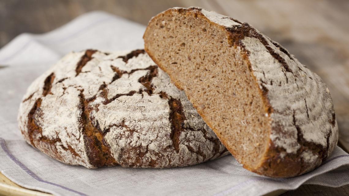 Szuperfinom, ropogós házi kenyér: gép nélkül, sima sütőben is elkészítheted