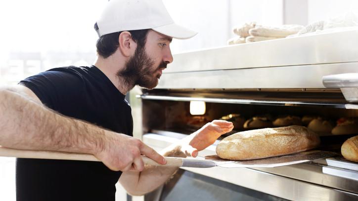 Egekbe ugorhat egy fontos konyhai alapanyag ára: tovább drágulnak a pékáruk?
