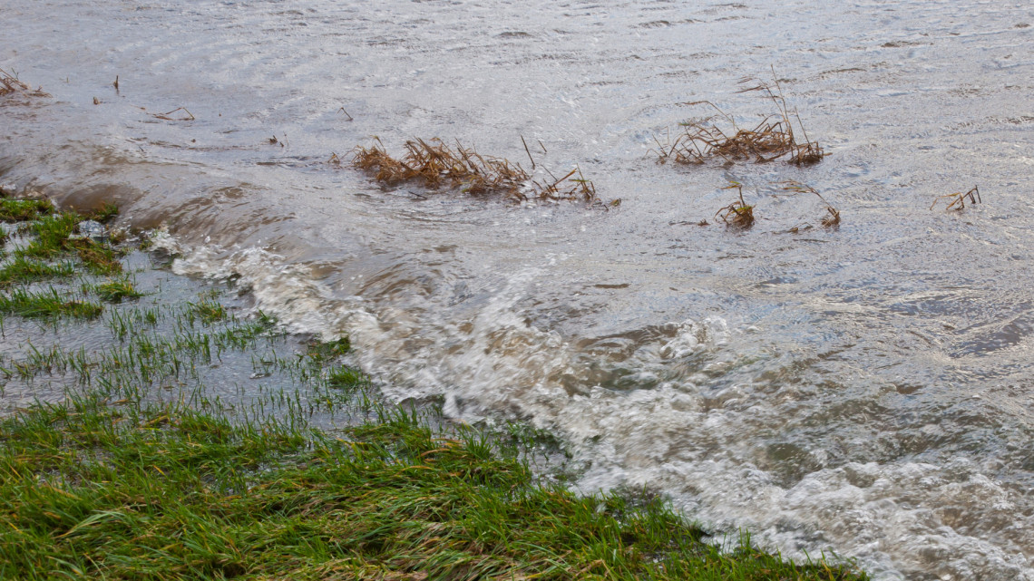 A borsodi árvíz leállította a munkát: erre számítanak a gazdák a földeken