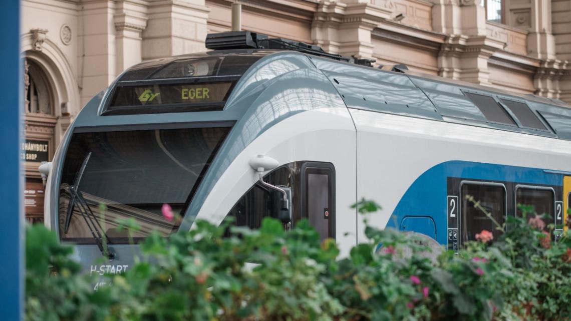 Új járatokat, sűrűbb menetrend: mutatjuk, mi változik az északi vasútvonalakon