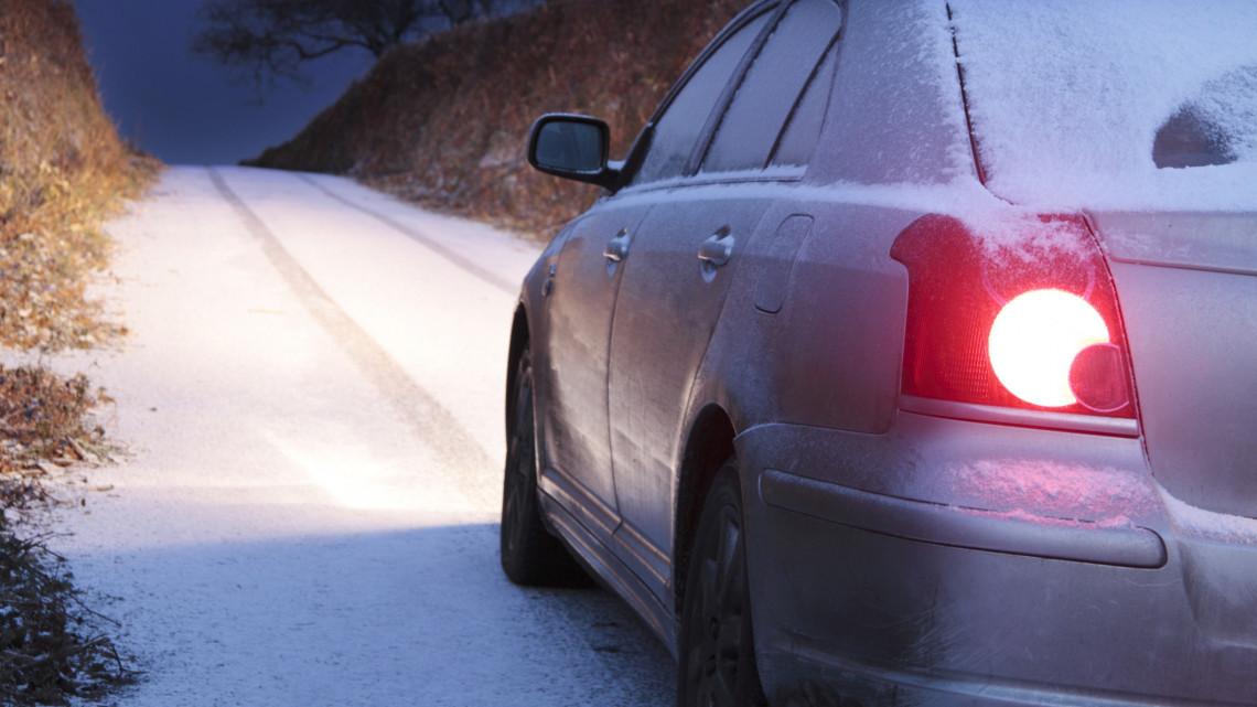 Sokba kerülhet, ha ezekről elfeledkezünk: itt a nagy téli autós ellenőrző lista