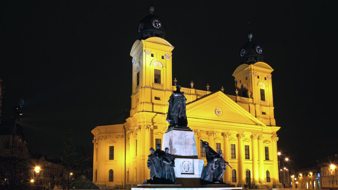 Koronavírus: nyitva maradnak a templomok, a református egyház online folytatja