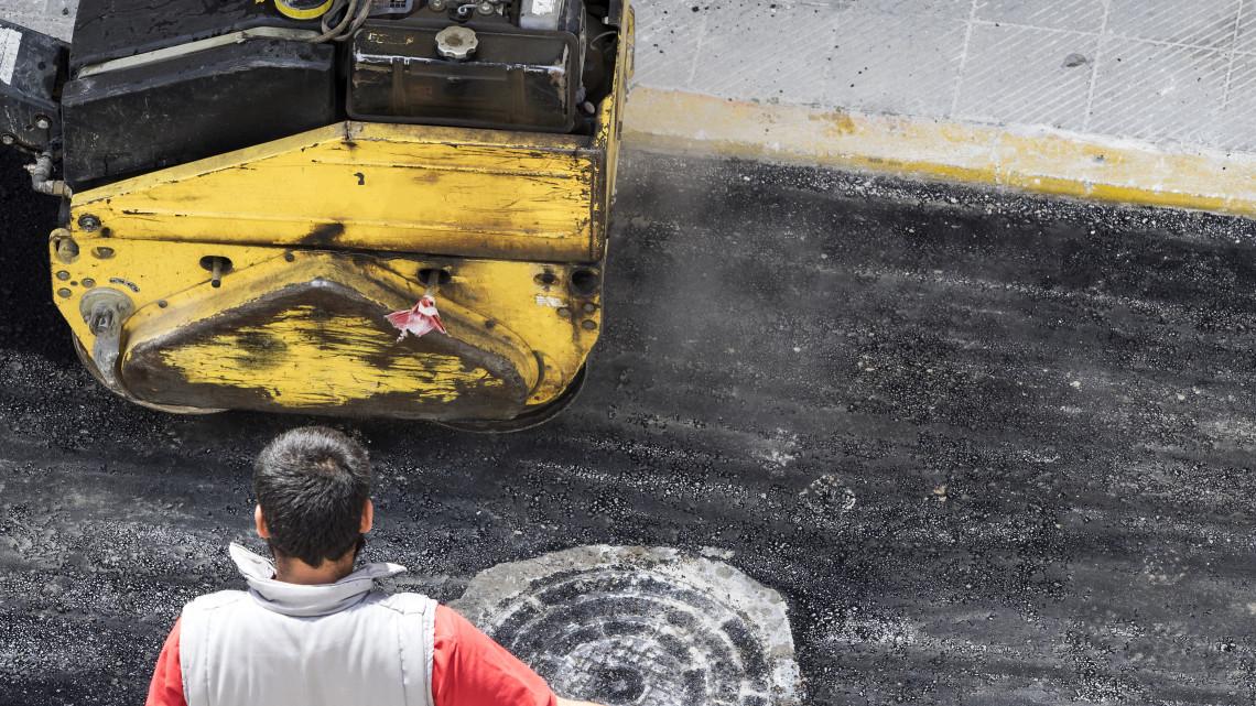 Megszűnhet a sokéves probléma: jelentős útfelújítás rajtol el ebben a kisvárosban