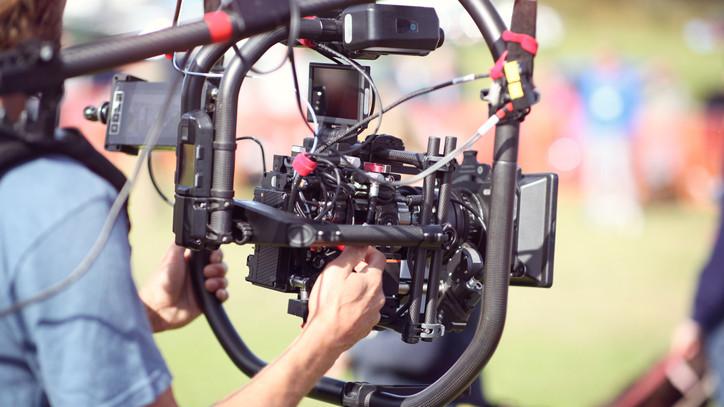 Filmesek lepték el Salgótarjánt: a Netflix új sorozatában láthatjuk majd a várost