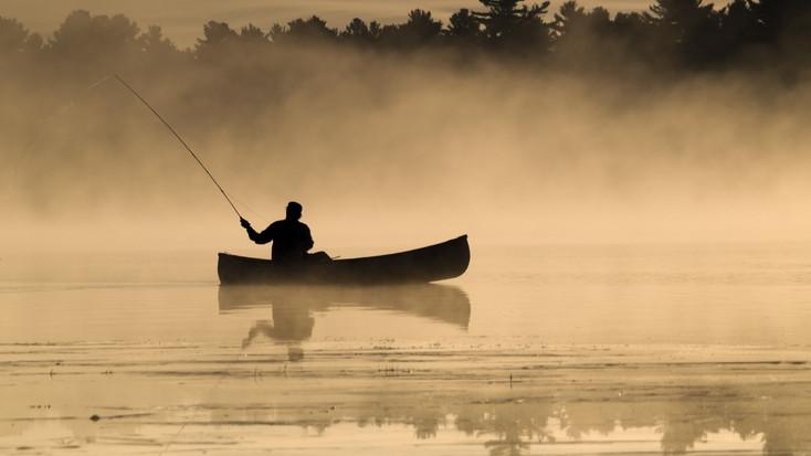 Hajóval kereste a rendőrség: eltévedt egy horgász a sűrű ködben